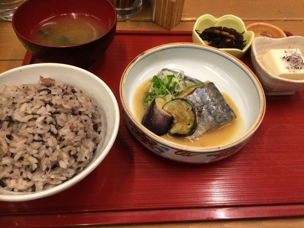 サバの定食 with 雑穀米