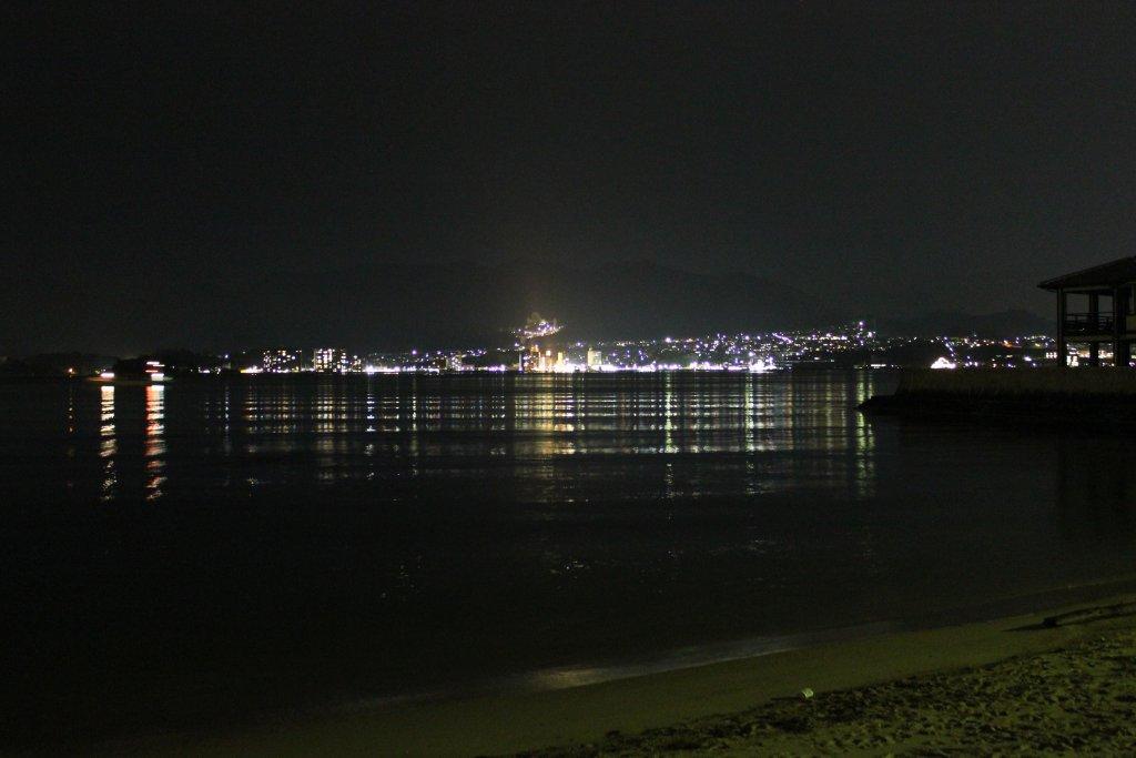 夜の宮島対岸の灯り