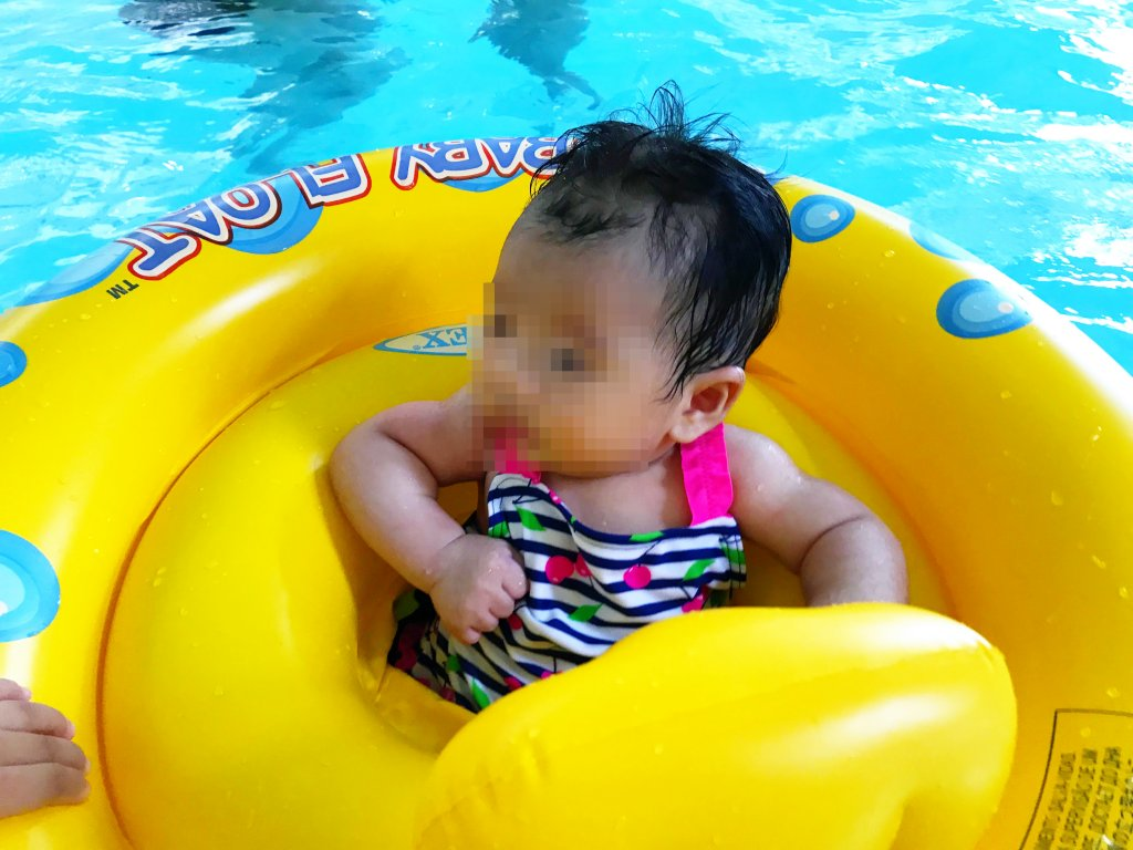 水に浮かぶ次女