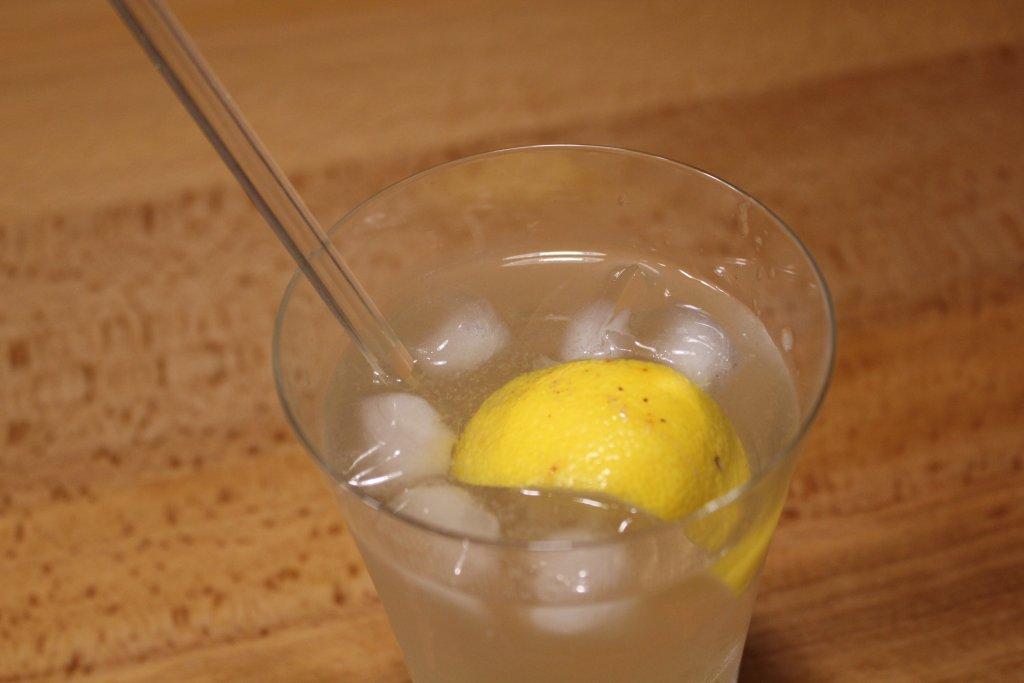 まんこい レモンサワー ソーダ投入してステア