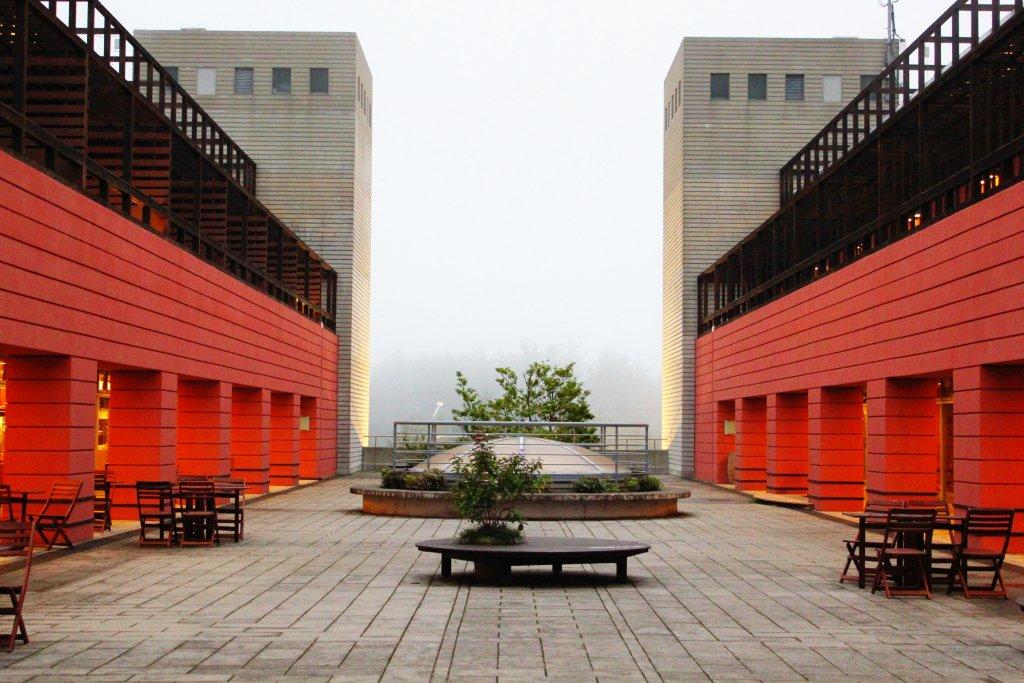 霧のアルプス広場